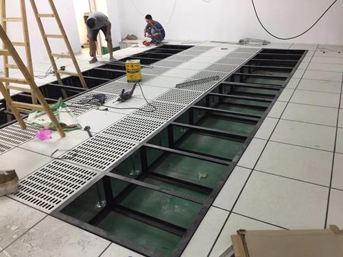 机房机柜架与地板的组装效果