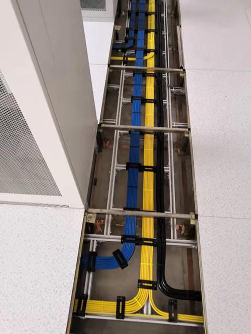 防静电地板底部空间布线