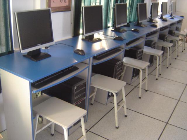 平山二小电脑室地板
